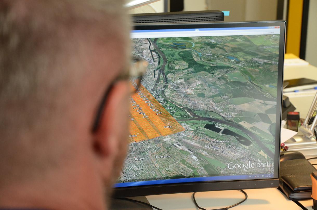 Die genaue Bildflugplanung ist die Voraussetzung für jedes Bildflugprojekt. Anhand der ermittelten Fluglinien, weiss der Pilot in welcher Höhe und wie engmaschig der Flug stattfinden muss.